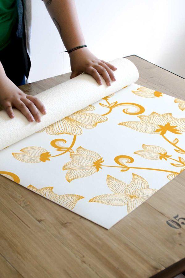 alfombra_enrollada_flores_vintage_amarillas