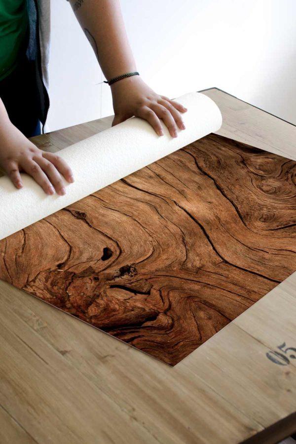 alfombra_enrollada_madera