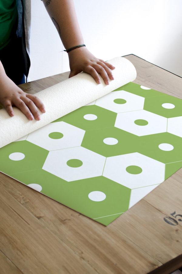 alfombra_enrollada_baldosas_hexagono_green