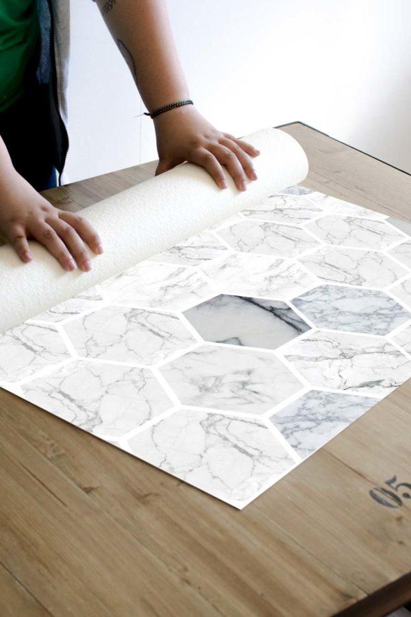 alfombra_enrollada-hexagonos-marmol
