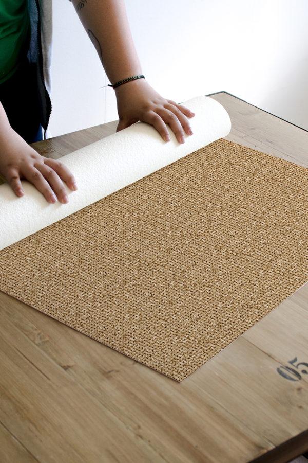 Alfombra vinílica Sisal. Textura de alfombra natural impresa.